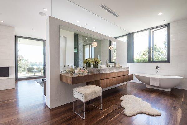 Photo 14 of Amalfi Drive Residence modern home