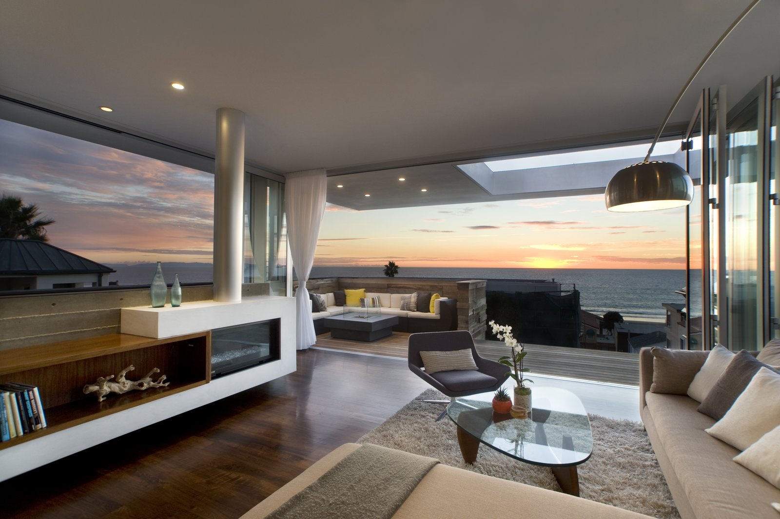 Living Room  Manhattan Beach Residence by Daryl Olesinski