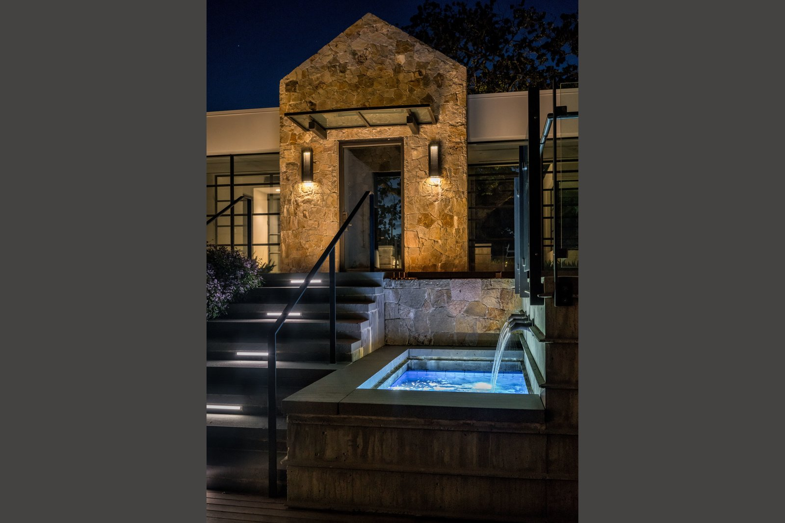 Elegant lighted water feature