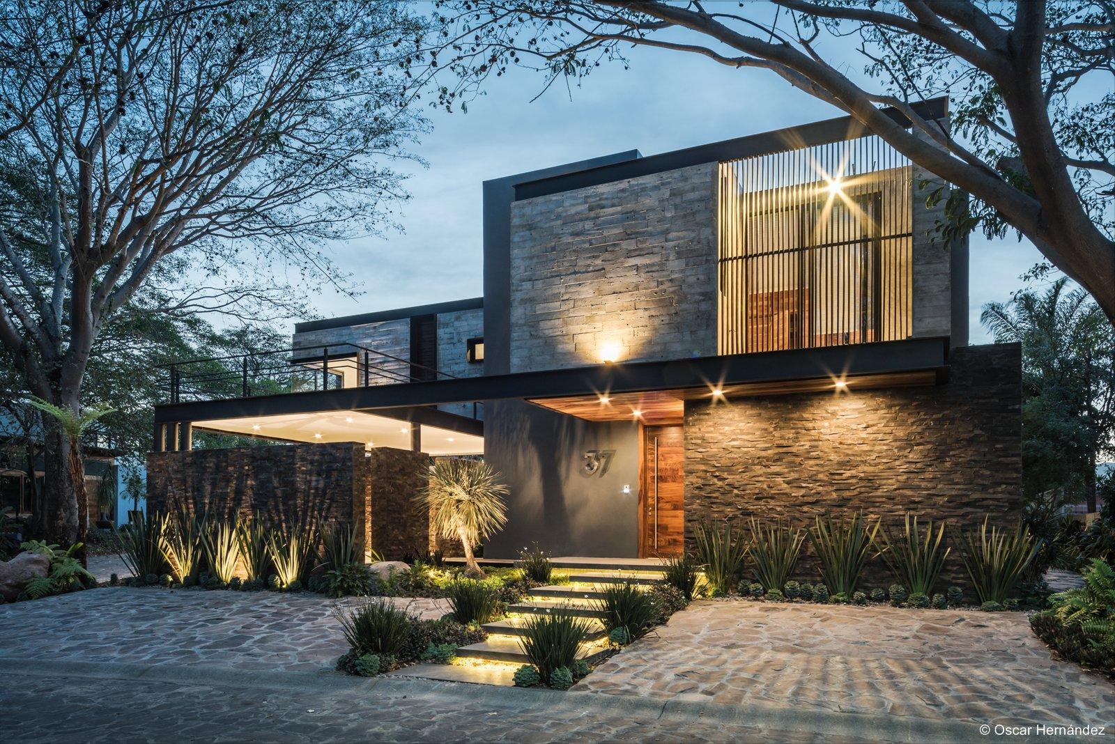 Under the trees  Casa Kalyvas by Taller de Arquitectura