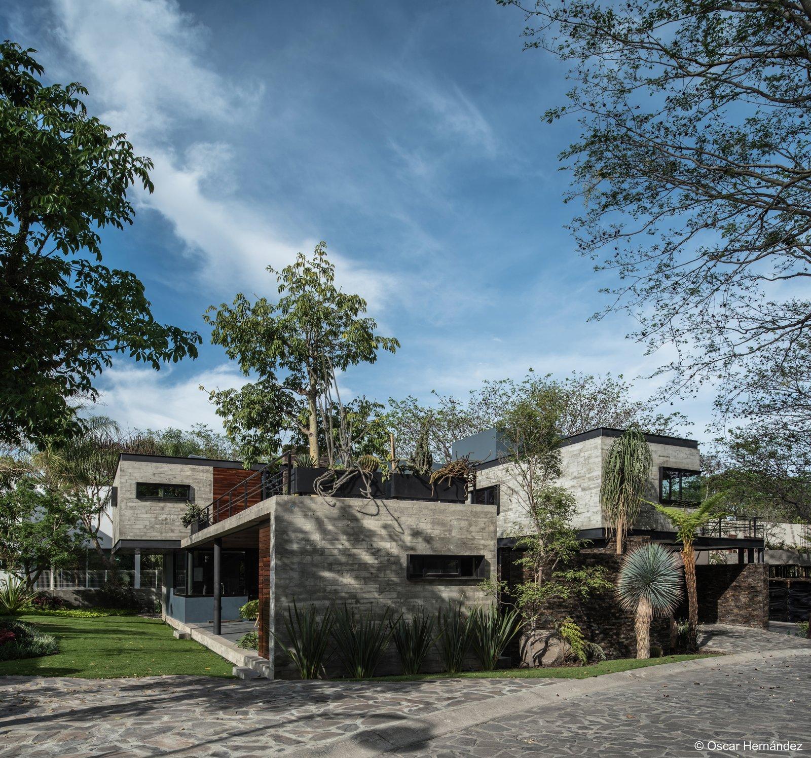 Concrete & Concrete  Casa Kalyvas by Taller de Arquitectura