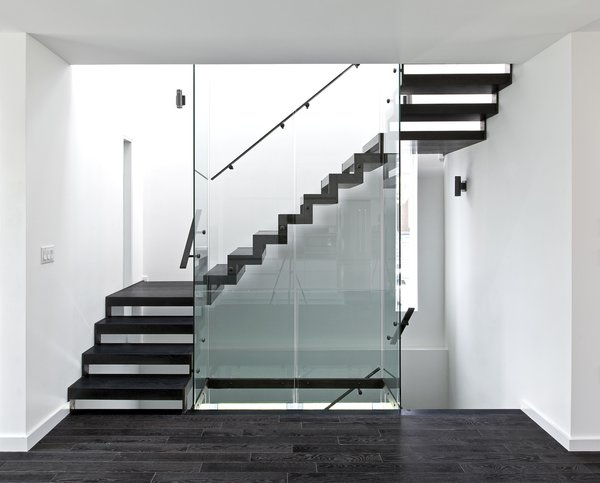 Modern home with staircase. staircase & lightwell Photo 6 of Patio House