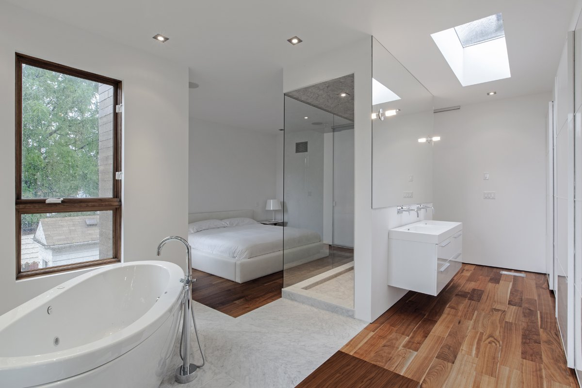 master bedroom & ensuite  Totem House by rzlbd
