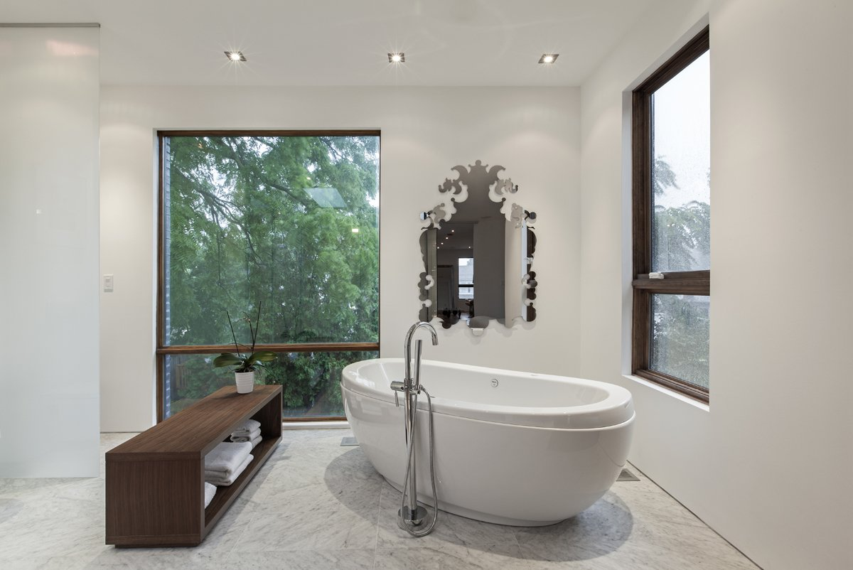 master ensuite  Totem House by rzlbd