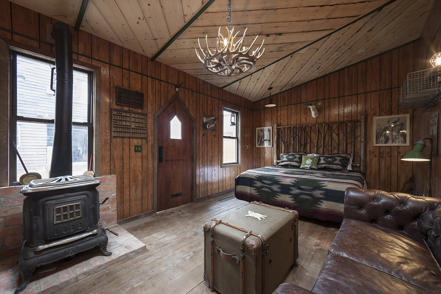 Photo 4 of 8 in Williamsburg's Western-style Lodge Unites Traveling Creatives