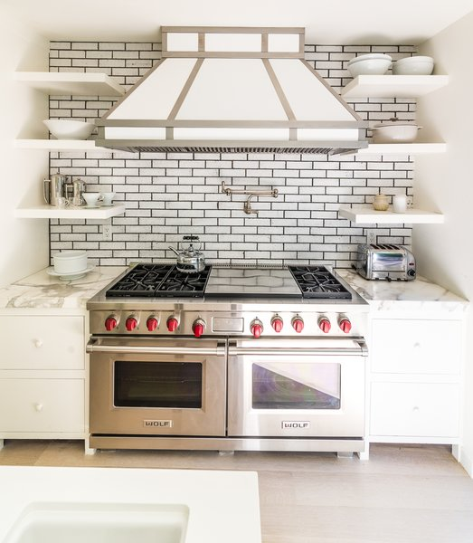 Calcutta marble adorns this beautiful stove top with dual oven and built in shelves Photo 6 of Nichols Canyon modern home