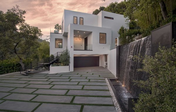 A contemporary fountain wall beckons guests inside the residence. Photo  of Cherokee Contemporary modern home
