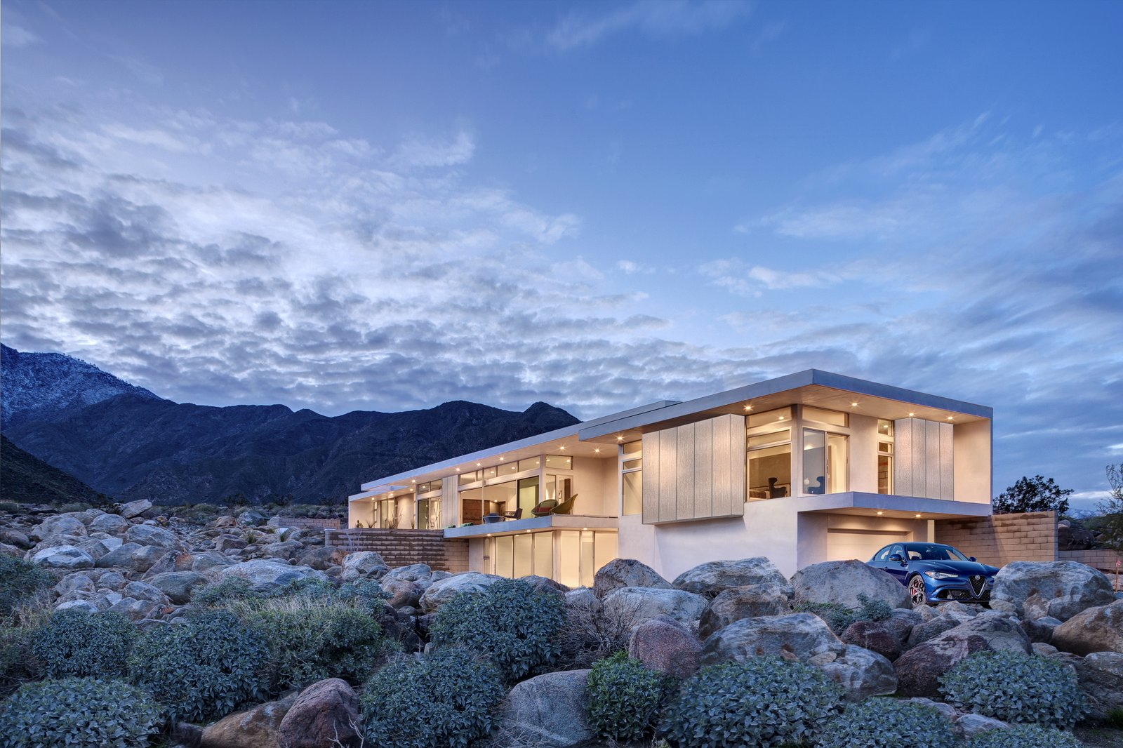 Desert palisades chino canyon modern home in palm springs for New modern homes palm springs