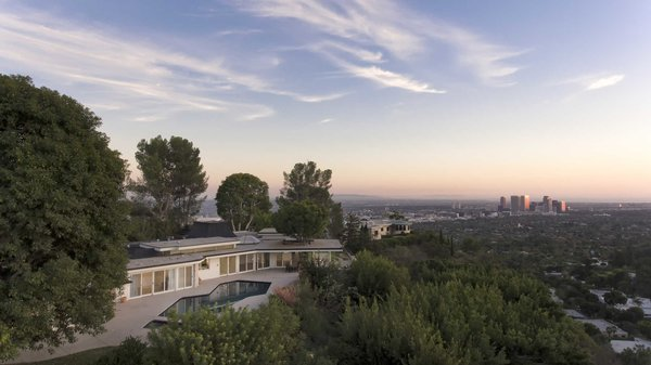 Perched atop a coveted promontory in Beverly Hills, the home showcases sweeping city-to-ocean views Photo  of Hillcrest Road modern home