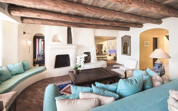Wood beams soften a voluminous living room. Photo 5 of Malibu Colony Road modern home