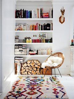 8 Essential Elements of California Style - Photo 6 of 10 - A recessed white bookshelf holds far more than just books.