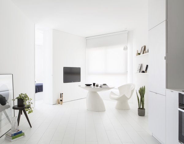 View of the modular living room, kitchen & Bedroom's entrance  Photo  of White Space in the White City modern home