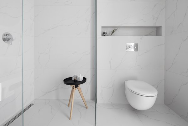 Minimalist monochromatic bathroom  Photo 20 of White Space in the White City modern home