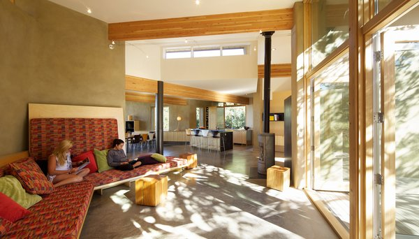 Photo  of Strawbale Getaway modern home