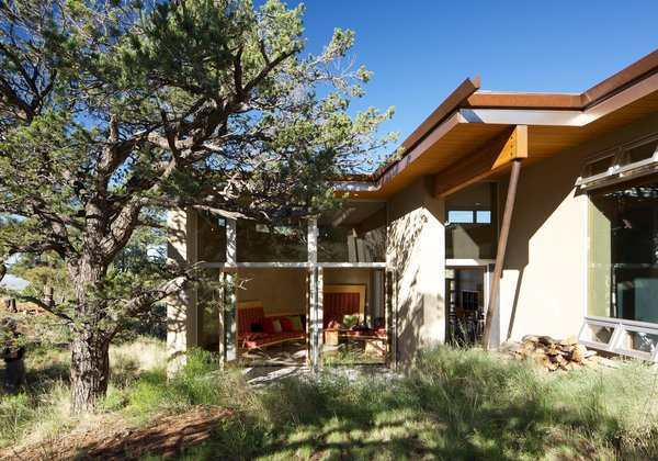 Photo 2 of Strawbale Getaway modern home