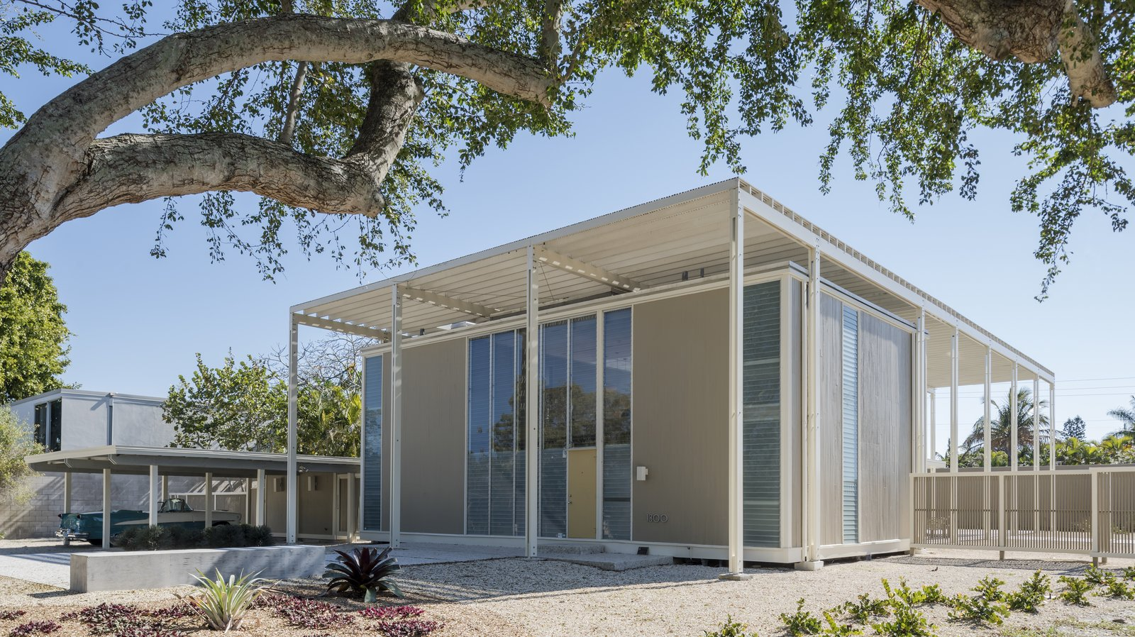 Umbrella house modern home in sarasota florida by paul for Build your own house florida