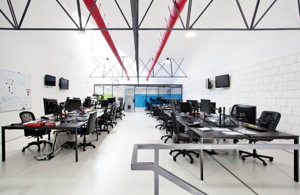 Photo 19 of KuantoKusta Headquarters modern home
