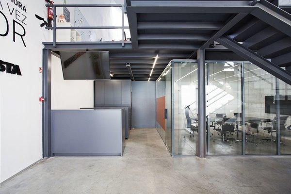 Photo 13 of KuantoKusta Headquarters modern home