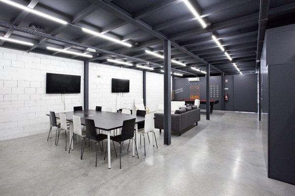 Photo 5 of KuantoKusta Headquarters modern home