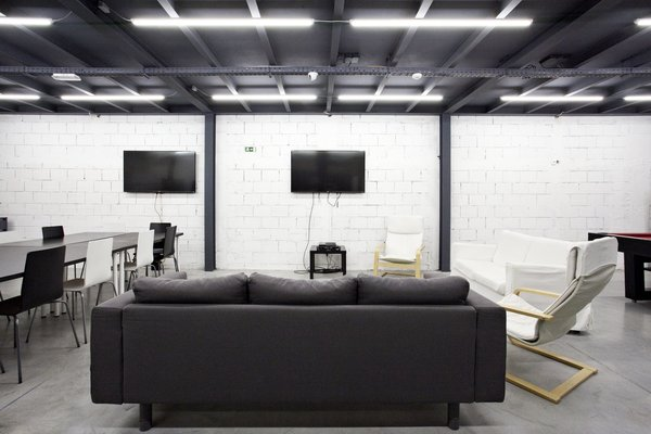 Photo 7 of KuantoKusta Headquarters modern home