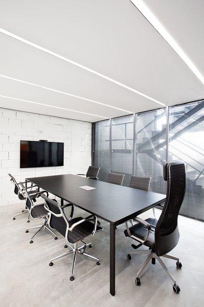 Photo 15 of KuantoKusta Headquarters modern home