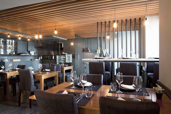 Photo 3 of São Roque Restaurant modern home