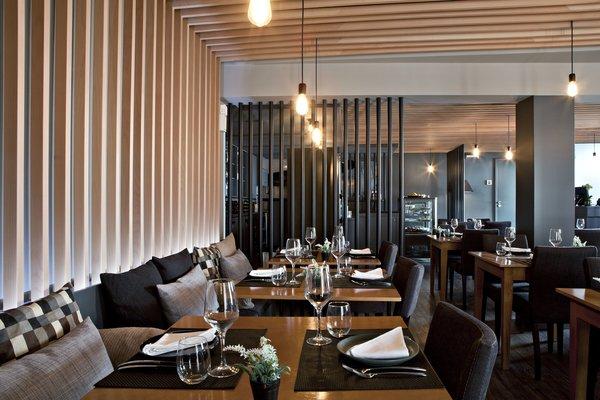 Photo 6 of São Roque Restaurant modern home