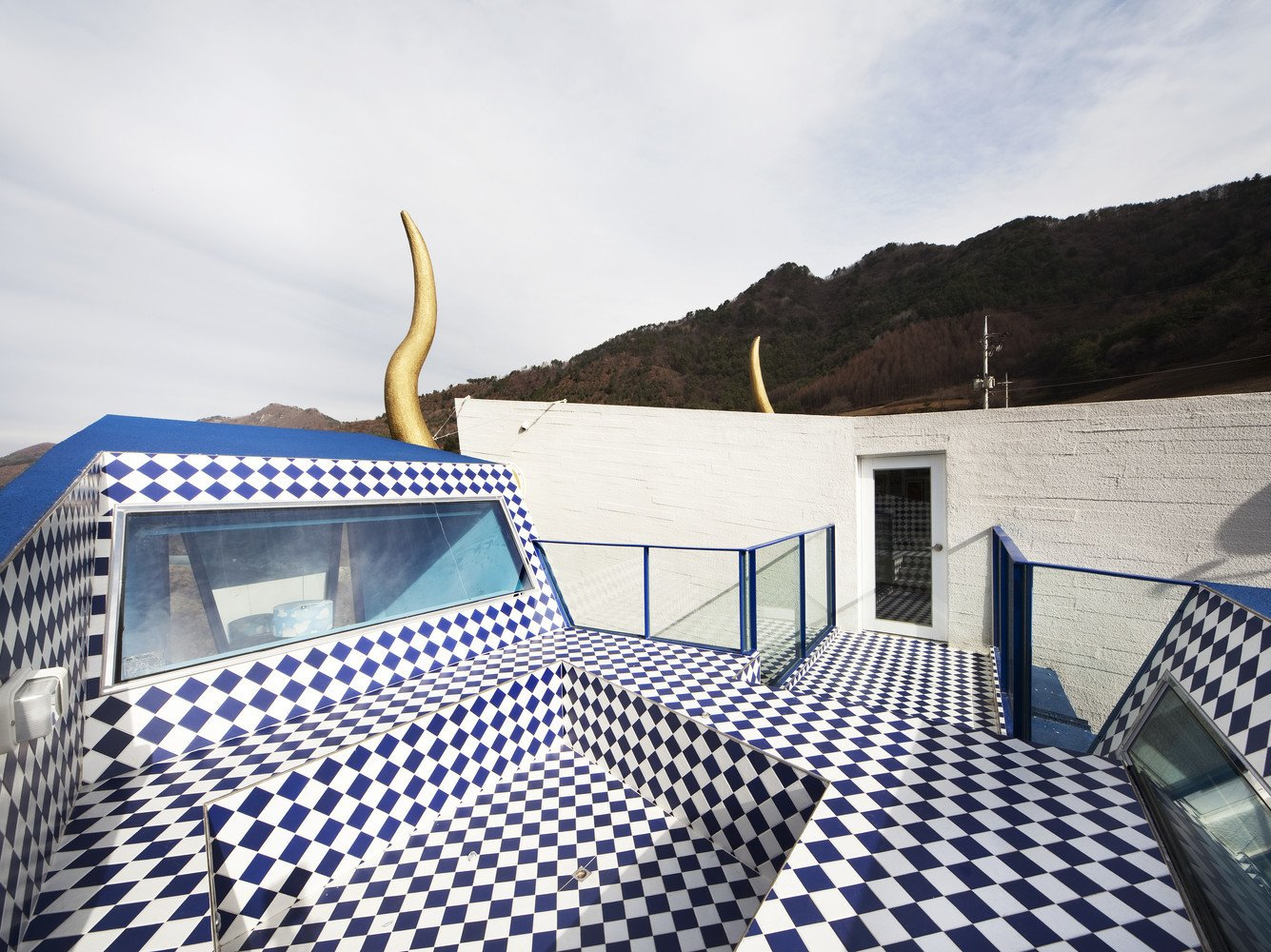 A Wacky Rock 'n' Roll Wonderland in the South Korean Countryside - Photo 5 of 11