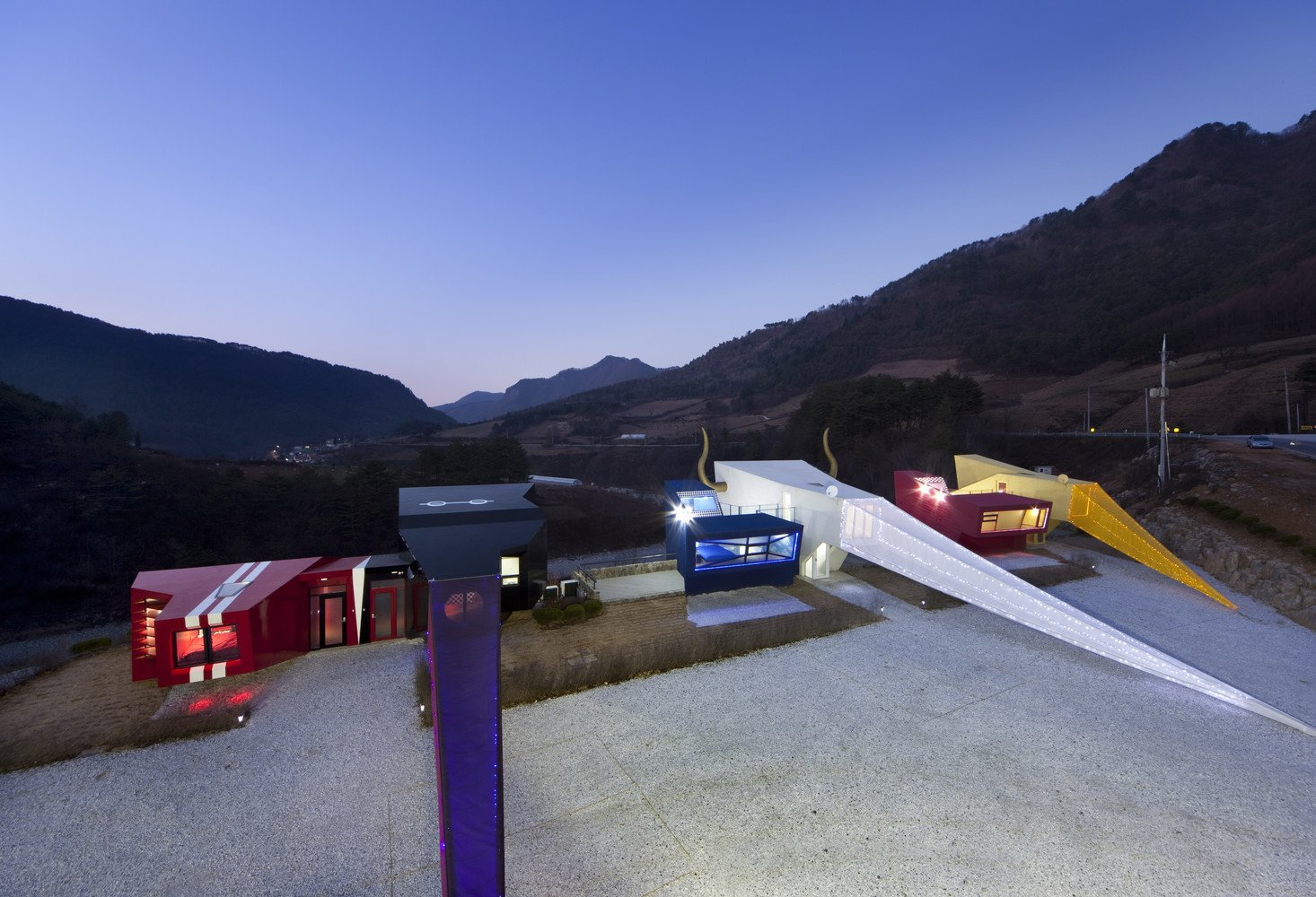 A Wacky Rock 'n' Roll Wonderland in the South Korean Countryside - Photo 10 of 11