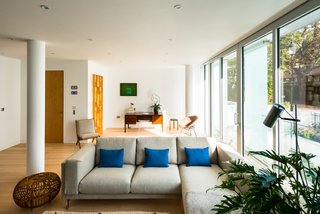 Stylish Modern Loft in A London Heritage Neighborhood - Photo 5 of 12 -