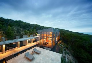 10 Cliffside Destinations That Will Make You Feel on Top of the World - Photo 1 of 10 - Nestled amidst Australian bushland and set high above the Pacific Ocean, this house by award-winning Australian architect James Grose of Bligh Voller Nield was built with minimal impact on its natural environment.