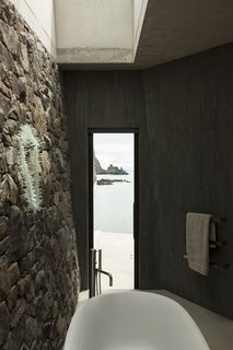 Stay at a Stone-and-Glass Retreat in a Remote New Zealand Bay - Photo 6 of 10 -