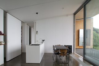 Stay in a Minimalist Villa in the Sicilian Countryside, Complete With Sea Views - Photo 6 of 11 -