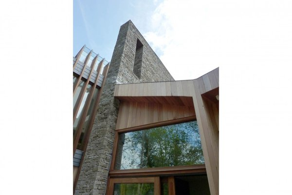 Modern home with side yard. Photo 9 of Ty Hedfan