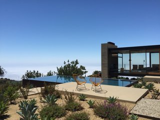 Take Your Next Vacation in a Midcentury Home in the Santa Monica Mountains - Photo 12 of 12 -