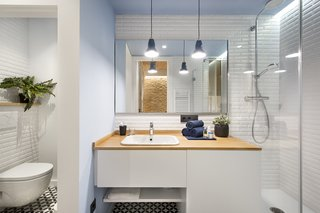 A Smart Layout Maximizes Space in This Compact Urban Beach Apartment in Barcelona - Photo 7 of 10 -