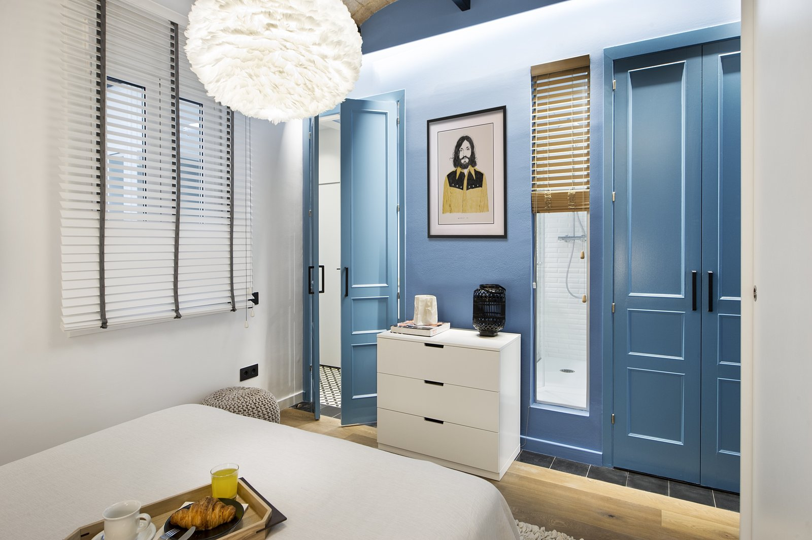 A Smart Layout Maximizes Space In This Compact Urban Beach - Apartment with a smart layout