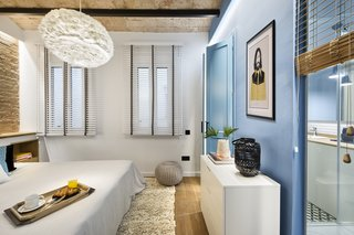 A Smart Layout Maximizes Space in This Compact Urban Beach Apartment in Barcelona - Photo 10 of 10 -