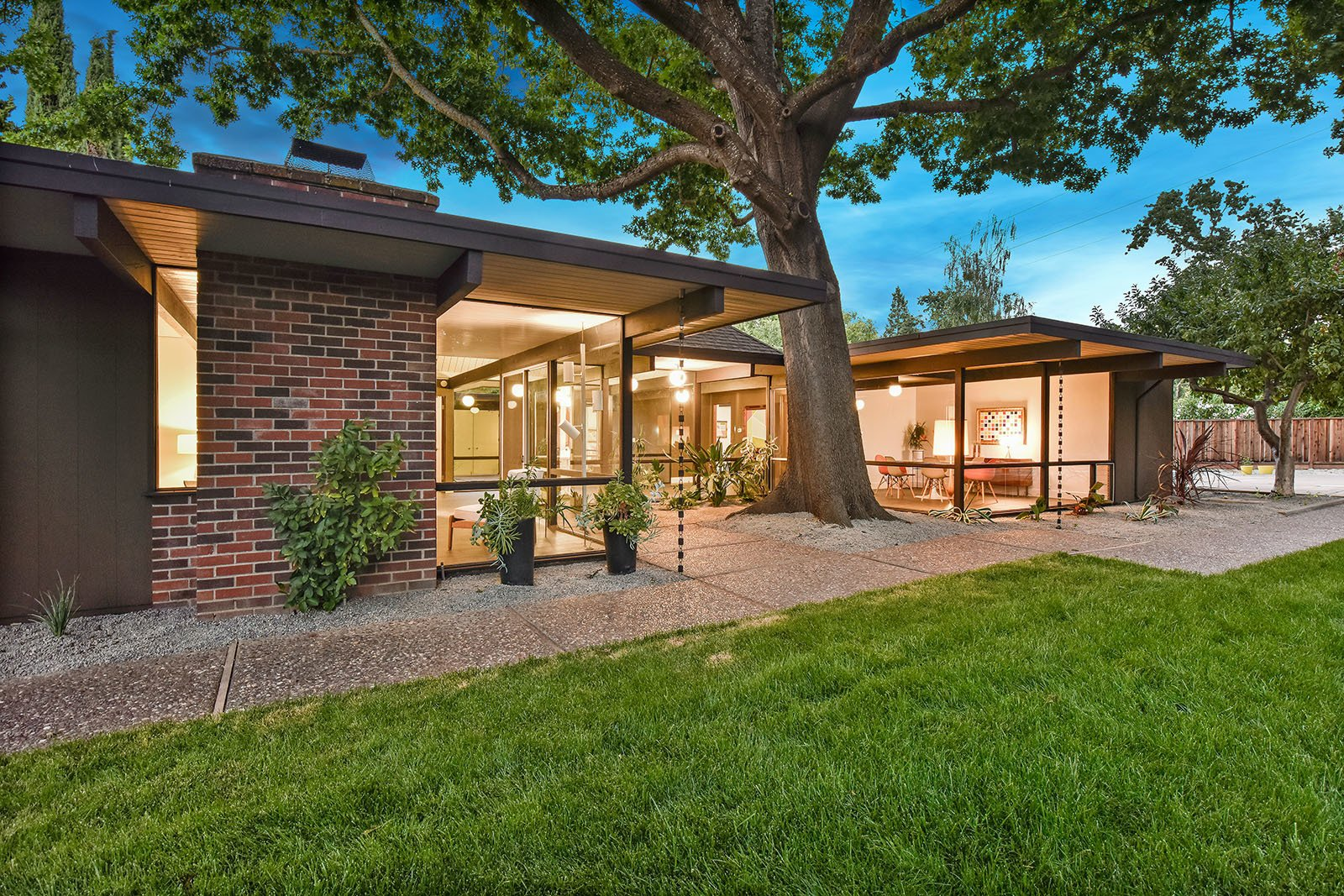 Tagged: Outdoor, Back Yard, and Grass.  Photo 15 of 15 in An Enormous Bay Area Eichler Asks $1.45M