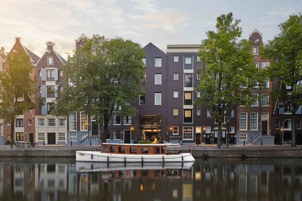 Set within twenty-five 17th and 18th century traditional canal houses in Amsterdam, the recently renovated Pulitzer Amsterdam has a selection of unique themed suite rooms.