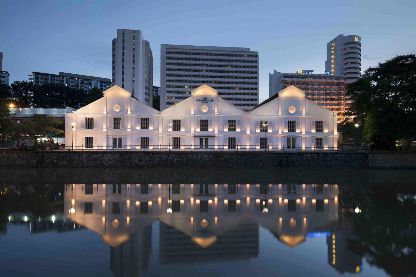 This 1895 dockside warehouse was converted into a hotel with voluminous rooms, high ceilings, concrete walls and exposed beams complimented by elegant furniture with sleek metallic details.