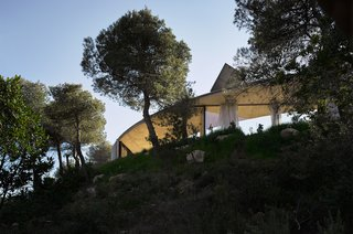 Stay in a Solar-Powered, Ring-Shaped Vacation Home in the Spanish Countryside - Photo 8 of 8 -