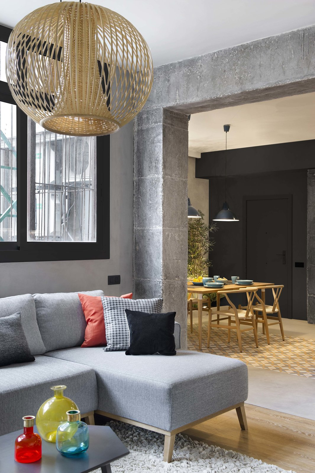 In This Compact Barcelona Apartment, Space Is Maximized With Smart Material Choices - Photo 6 of 11