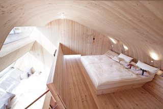 Stay in a Tiny Shingled Cabin in Austria That Resembles a Bird-Like UFO - Photo 5 of 11 -
