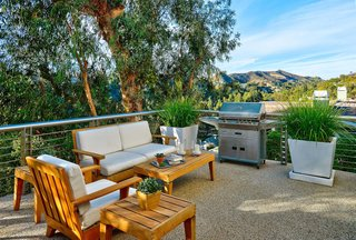 Actor Brendan Fraser's Former Beverly Hills Home Is For Sale For $4.25 Million - Photo 7 of 12 -