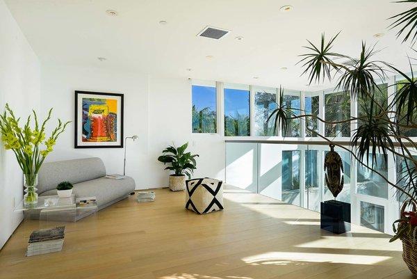 Actor Brendan Fraser's Former Beverly Hills Home Is For Sale For $4.25 Million - Photo 8 of 12 -