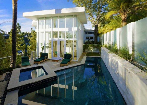 Actor Brendan Fraser's Former Beverly Hills Home Is For Sale For $4.25 Million - Photo 10 of 12 -