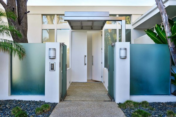 Actor Brendan Fraser's Former Beverly Hills Home Is For Sale For $4.25 Million - Photo 2 of 12 -