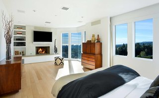 Actor Brendan Fraser's Former Beverly Hills Home Is For Sale For $4.25 Million - Photo 4 of 12 -