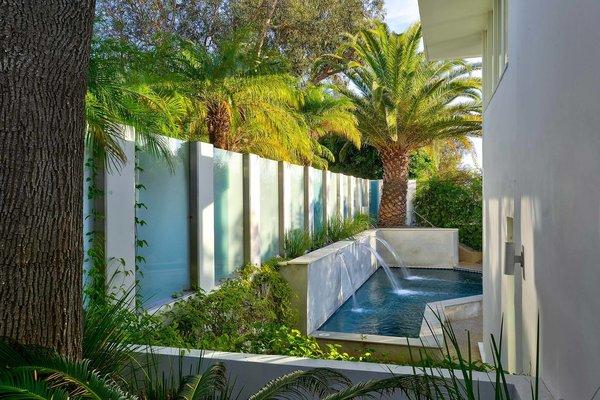 Actor Brendan Fraser's Former Beverly Hills Home Is For Sale For $4.25 Million - Photo 11 of 12 -